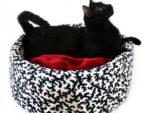 Как сделать лежак для кошки своими руками из свитера